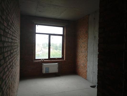 1-о кімнатна квартира №133, що розташована на 6-му поверсі, загальною площею 48,5 кв.м, житловою площею 18,7 кв.м, яка належить ПАТ «ДІАМАНТБАНК», за адресою: м. Київ, Проспект Перемоги 42; реєстраційний номер об'єкта нерухомого майна 814747780391, інв. №29641 та основні засоби у кількості 29 одиниць, що належать АТ «ВТБ БАНК»