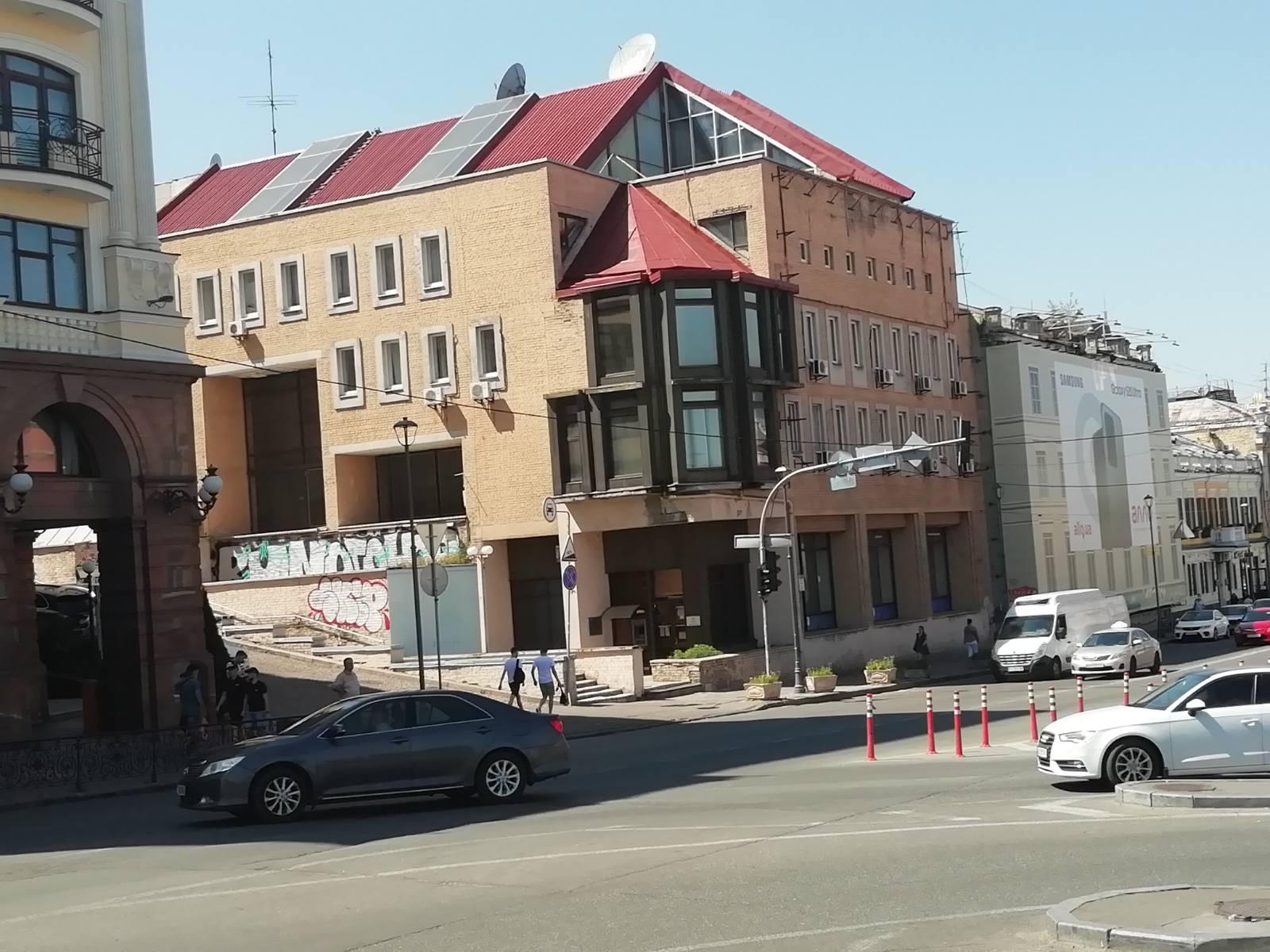 Офісне приміщення площею 12,8 кв. м за адресою: м. Київ, вул. Петра Сагайдачного, буд. 17