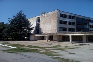 Нежитлова будівля АБК – 1, загальною площею 4 767,10 кв.м, за адресою: Дніпропетровська обл., м. Марганець, вулиця Промислова, будинок 1 (реєстраційний №278420512113), що належить ПАТ «ЧБРР» (без ПДВ); Основні засоби у кількості 4 одиниць, а саме : Гарнітура*, що належить АТ «ДЕЛЬТА БАНК», інв. №50232470305 (з ПДВ); Гарнітура*, що належить АТ «ДЕЛЬТА БАНК», інв. №50232470304 (з ПДВ); Гарнітура*, що належить АТ «ДЕЛЬТА БАНК», інв. №50232470298 (з ПДВ); Адаптер*, що належить АТ «ДЕЛЬТА БАНК», інв. №502227567(з ПДВ),які знаходяться за адресою м. Київ, бульвар Дружби народів, буд. 38. * Банк залишає за собою право змінювати адресу фактичного  місцезнаходження ТМЦ.
