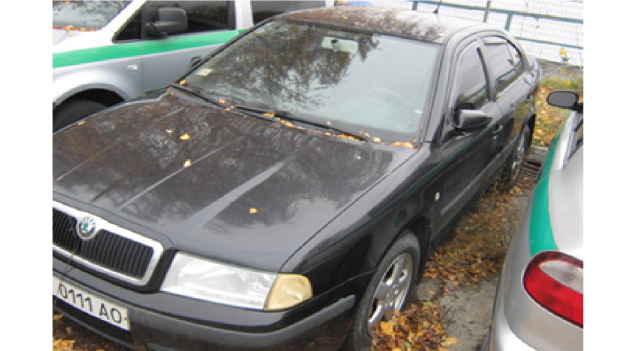 Автомобіль Skoda Octavia Tour 1.8I, рік випуску 2007, номер кузова TMBDL41U18B007668,  номер державної реєстрації ВІ0111АО, об'єм двигуна 1.8, тип пального бензин. Автомагнітола ALPINE CDE-987 Коврики гумові к-т Основні засоби у кількості 16 шт.