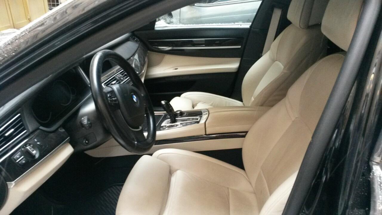Автомобіль BMW 750LІ, реєстраційний номер АА8105АА (рік випуску - 2012, об'єм двигуна  - 4395 см3, колір – чорний); Навігаційна система; Основні засоби в кількості  681  одиниці